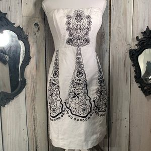 BANANA REPUBLIC White/Black Embroidered Sleeveless